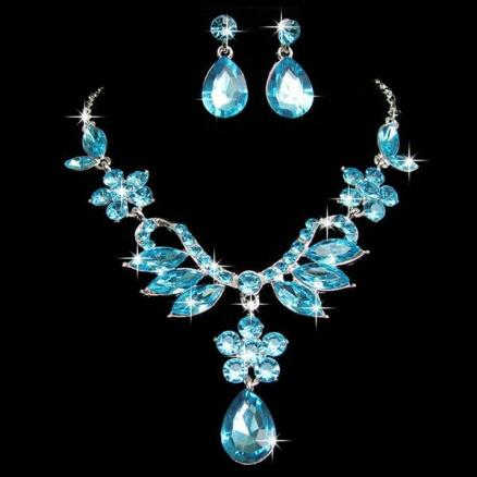 A Suit of Faux Crystal Necklace and Earrings
