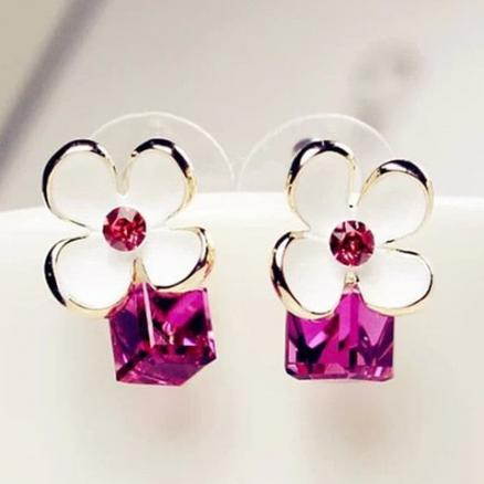 Pair of Cube Flower Rhinestone Earrings