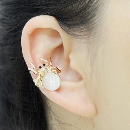 ONE PIECE Faux Opal Ball Spider Ear Cuff